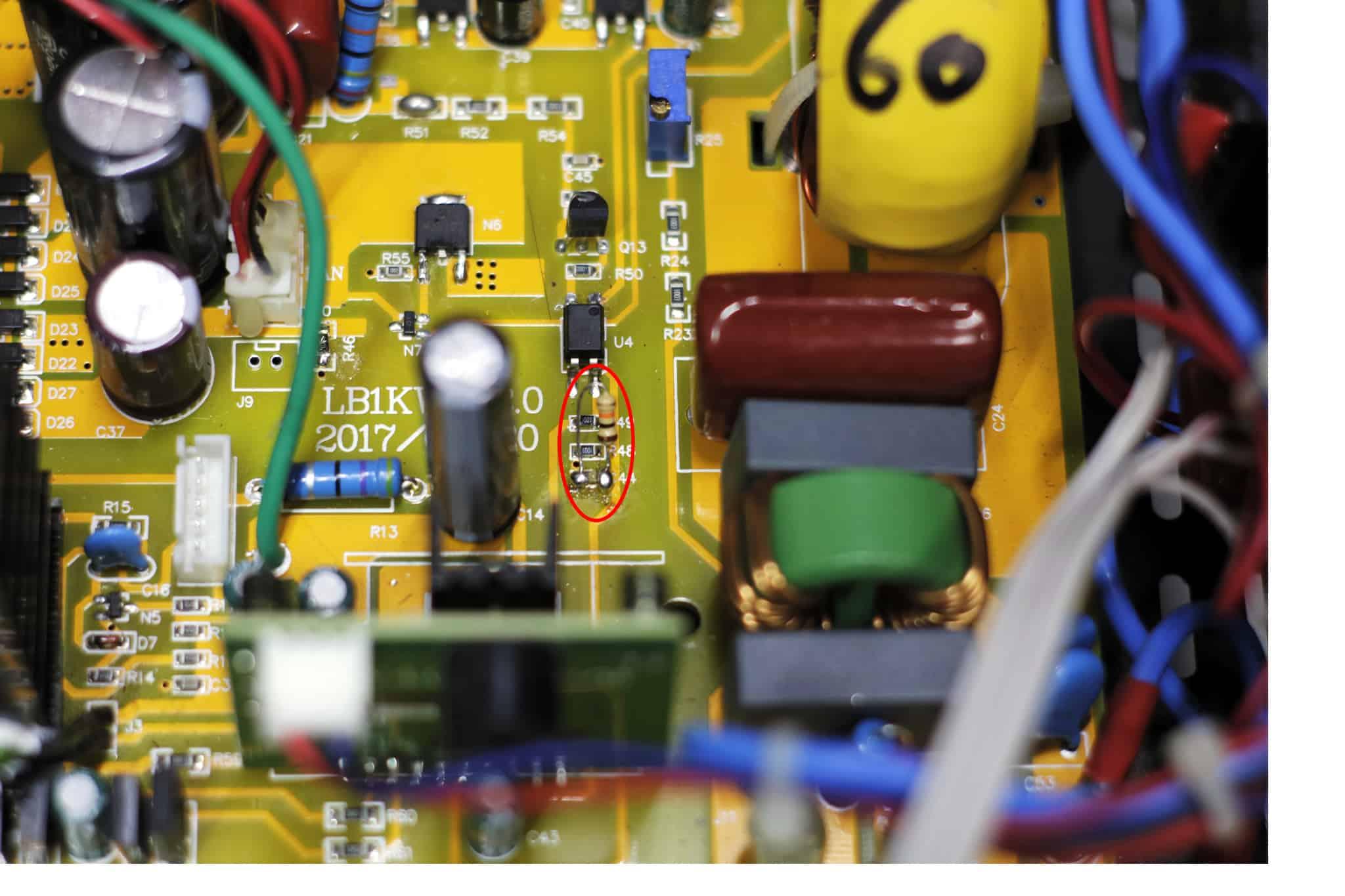 Resistor Soldado no C44 do Inversor Reliable